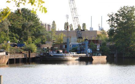 Hafen Steglitz mit Kraftwerk im Hintergrund