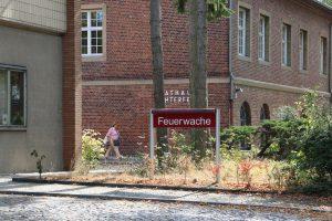 Feuerwache neben dem Verwaltungsgebäude