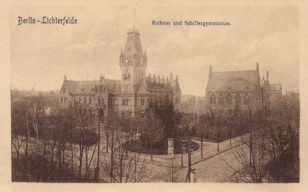 Rathaus u Schule ca. 1905